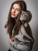 Портрет девушки с кошкой